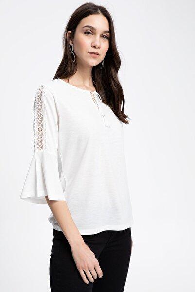 Kadın Kolda Şerit Dantel Detaylı V Yakalı Uzun Kollu Bluz K5779AZ.19SP.ER105