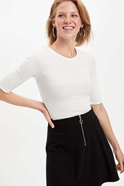 Kadın Beyaz Slim Fit Kısa Kollu T-shirt M0661AZ.19AU.WT34