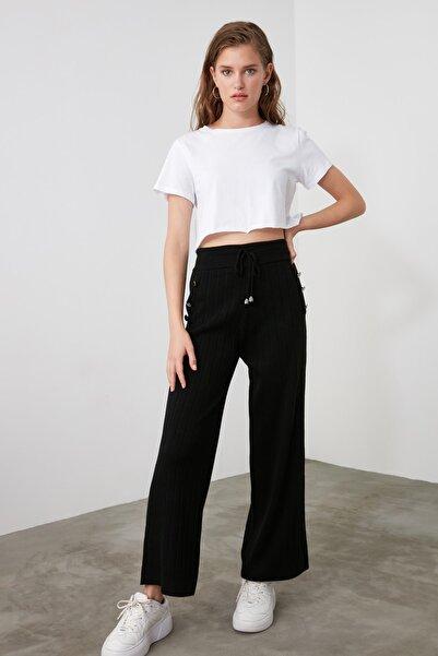 TRENDYOLMİLLA Siyah Düğme Detaylı Triko Pantolon TWOAW21PL0159