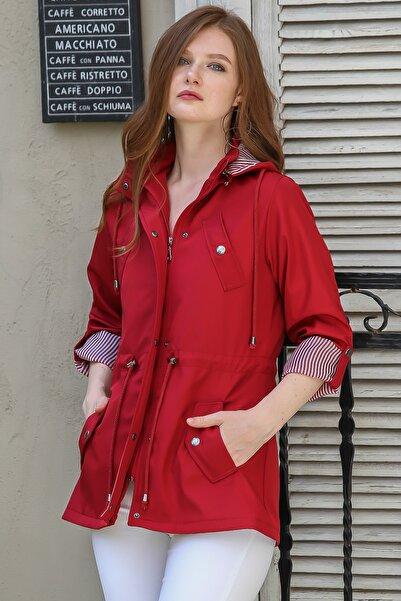 Chiccy Kadın Kırmızı Retro astar detaylı kapüşonlu cepli beli büzgü su geçirmez trençkot M10210600TR99968