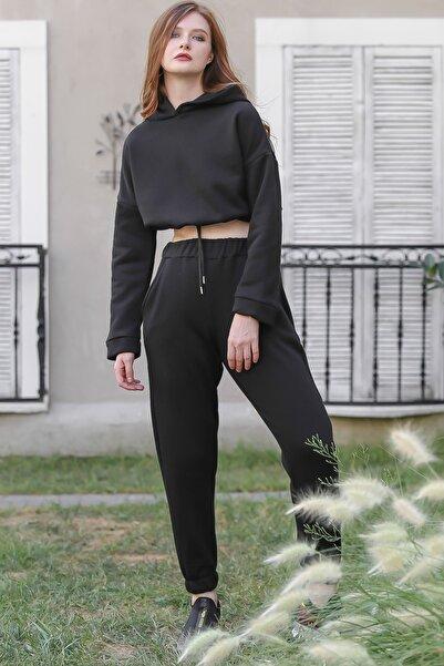 Chiccy Kadın Siyah Casual crop kapüşonlu sweat ve cepli şardonlu pantolon eşofman takım M10410000ES99961