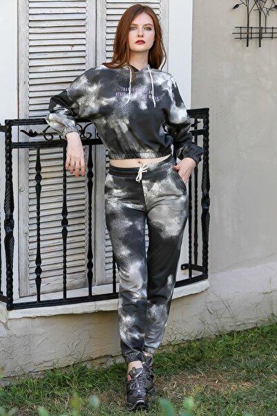 Chiccy Kadın Füme Retro kapüşonlu slogan baskılı batik desen ve cep detaylı eşofman takım M10410000ES99966