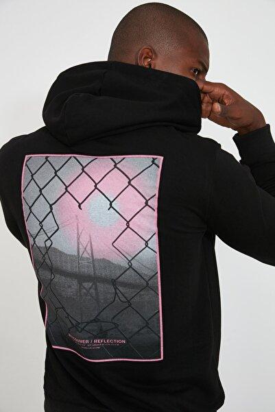TRENDYOL MAN Siyah Erkek Sırt Baskılı Kapüşonlu Regular Sweatshirt TMNAW21SW0514