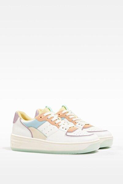 Bershka Kadın Beyaz Renkli Bağcıklı Spor Ayakkabı