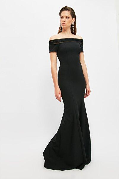 TRENDYOLMİLLA Siyah Yaka Detaylı Abiye & Mezuniyet Elbisesi TPRSS21AE0217