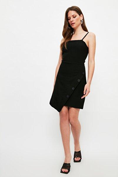 TRENDYOLMİLLA Siyah Asimetrik Düğme Detaylı Elbise TWOSS21EL2651
