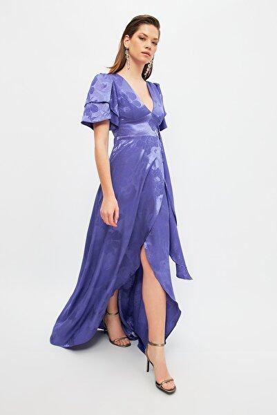 TRENDYOLMİLLA Mor Kol Detaylı Saten  Abiye & Mezuniyet Elbisesi TPRSS20AE0073