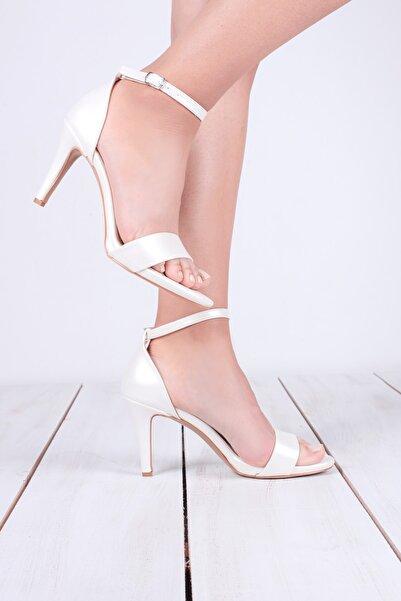 Kuzucuoğlu Ayakkabı Kadın İnci Beyazı Deri Tek Bant Sandalet