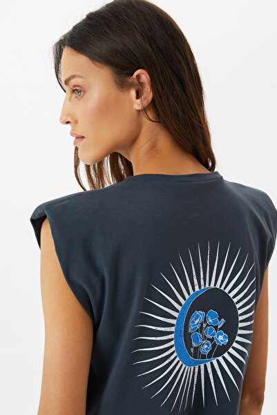 TRENDYOLMİLLA VATKALI T-SHIRT - T-Shirt