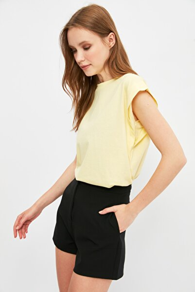 TRENDYOLMİLLA Sarı Kolsuz Basic Örme T-Shirt TWOSS20TS0021