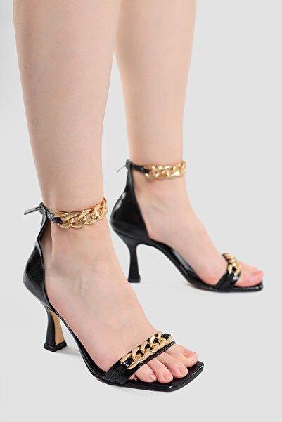 Limoya Kadın  Siyah Kırışık Rugan Zincir Detaylı Topuklu Ayakkabı Hettie