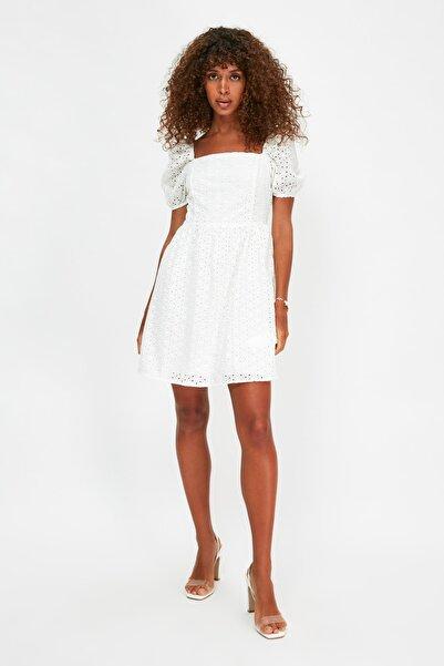 TRENDYOLMİLLA Beyaz Dantelli  Elbise TWOSS20EL2926