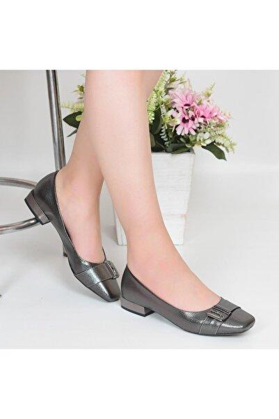Pandora Kadın Platin Kısa Topuklu Babet Ayakkabı