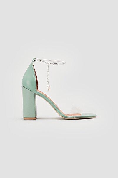Limoya Bess Yeşil Şeffaf Bant Bilekten Baretli Kare Burun Topuklu Ayakkabı