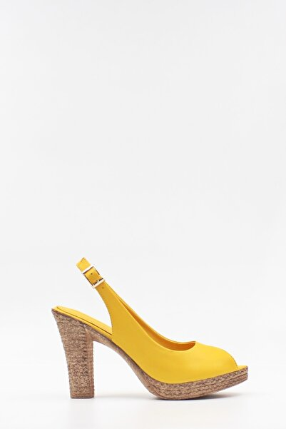 West To West Hakiki Deri Sarı Kadın Sandalet