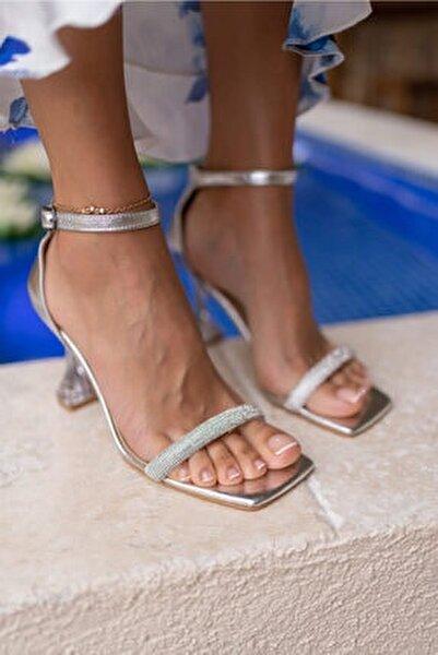 Rowska Kadın Gümüş Taşlı Sandalet