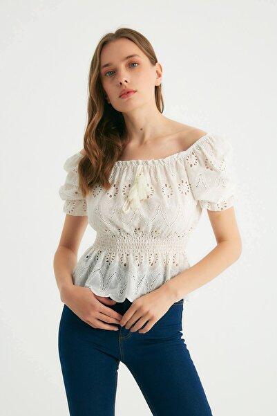 Robin Çiçek Işlemeli Bluz Ekru