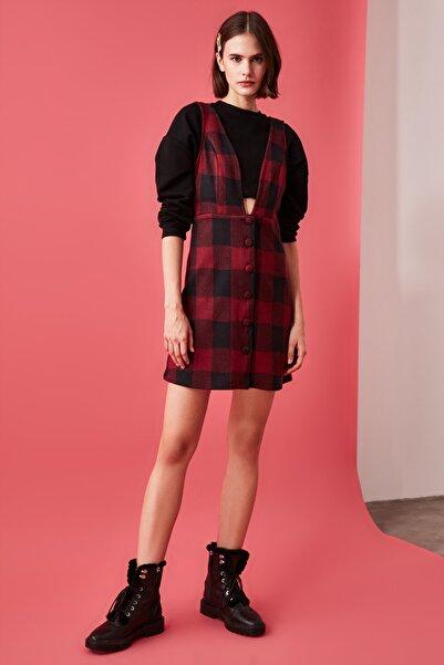 TRENDYOLMİLLA Kırmızı Düğme Detaylı Örme Jile Elbise TWOAW20EL2099