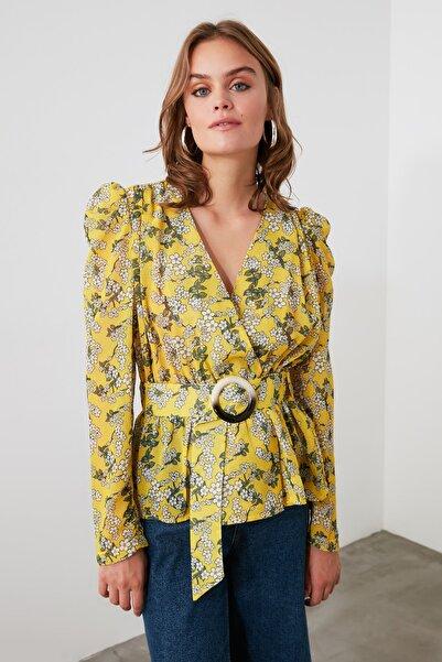 TRENDYOLMİLLA Sarı Çiçekli Kemik Tokalı  Bluz TWOSS20BZ0243