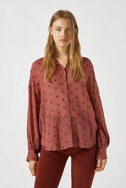 Pull & Bear Kadın Tuğla Rengi Puantiye Desenli Tül Gömlek 09470346