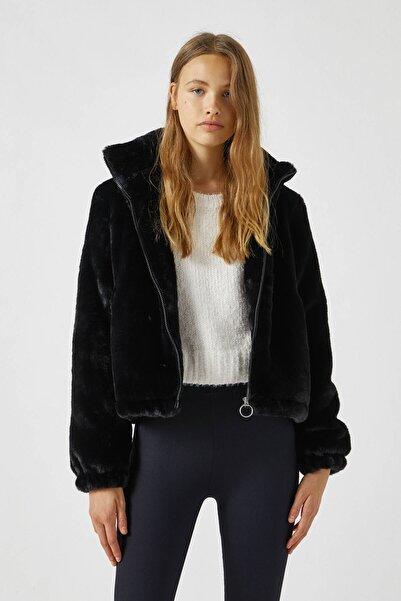 Pull & Bear Kadın Siyah Dik Yaka Suni Kürk Ceket 09710319