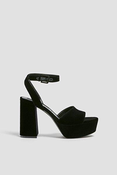Pull & Bear Kadın Siyah Kadife Platform Topuklu Sandalet 11613640