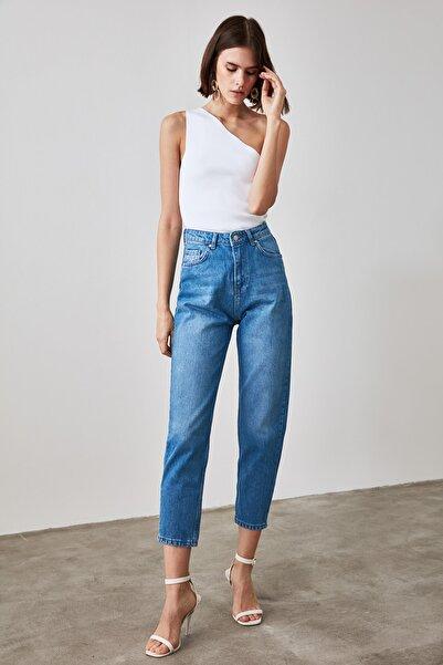 TRENDYOLMİLLA Mavi Yüksek Bel Mom Jeans TWOAW21JE0415