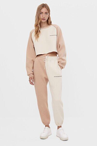 Bershka Kadın Kum Rengi İşlemeli Jogger Pantolon