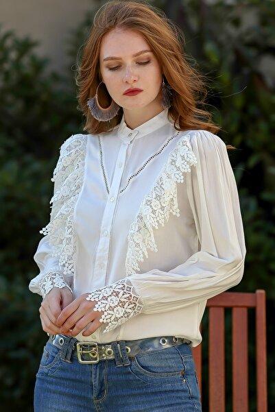 Chiccy Kadın Beyaz Romantik Dantel Fırfır Detaylı Düğmeli Kol Ucu Dantel Bluz M10010200BL95940
