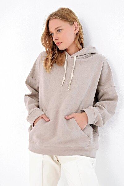 Trend Alaçatı Stili Kadın Vizon İçi Şardonlu Kanguru Cepli Kapşonlu Sweatshırt ALC-X4976