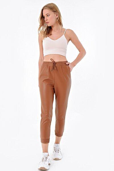 Trend Alaçatı Stili Kadın Taba Deri Görünümlü Paçası Lastikli Pantolon ALC-X4963