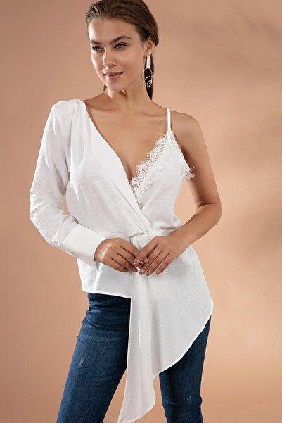 Y-London Kadın Beyaz Dantelli Tek Omuz Kruvaze Bluz Y20W176-22493