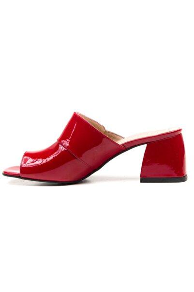 Ferre Kırmızı Renk Deri Kadın Terlik