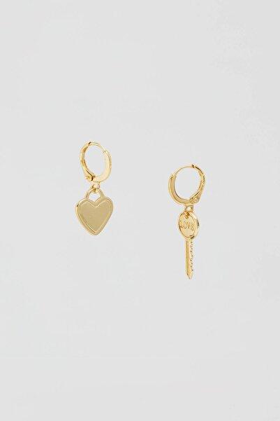 Pull & Bear Kadın Altın Rengi Anahtar Ve Kalp Uçlu Küpe 09996396