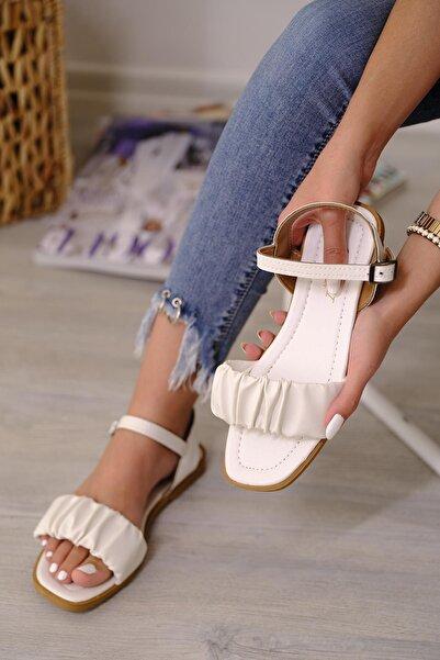 Oksit Sens Büzgü Detaylı Kadın Sandalet