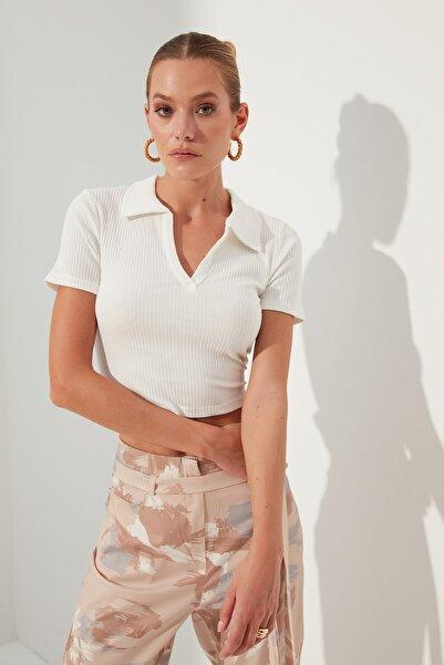 TRENDYOLMİLLA Beyaz V Yaka Crop Örme Bluz TWOSS21BZ0038