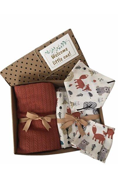 BabySurpriseBox Hoşgeldin Bebek Hediye Kutusu ( Örgü Pike Battaniye, Müslin Örtü, Yakalık, Ağız Bezi)