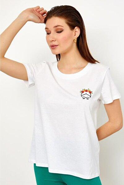 İKİLER Kadın Beyaz Önü Nakışlı Kısa Kol Bluz 021-1026