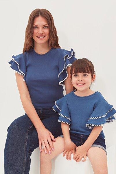 TRENDYOLMİLLA Indigo Fırfırlı Örme Bluz TWOSS21BZ0736