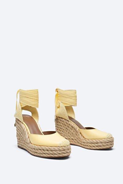 Uterqüe Kadın Bağcıklı Deri Dolgu Topuk Ayakkabı