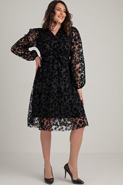 Elbise Delisi Siyah Papatya Detaylı Büyük Beden Elbise