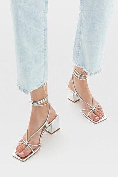 Bağcıklı Bantlı Topuklu Sandalet