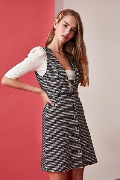 TRENDYOLMİLLA Siyah Düğme Detaylı Örme Jile Elbise TWOAW20EL2099