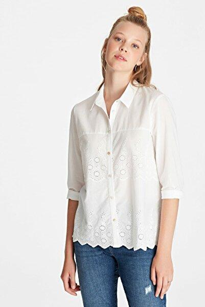 Mavi Nakış Detaylı Gömlek Kırık Beyaz