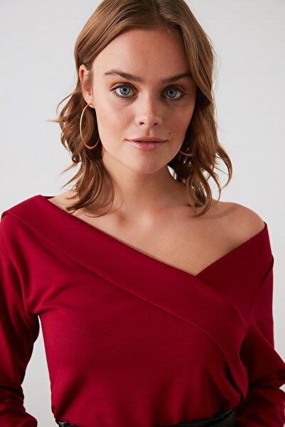 TRENDYOLMİLLA Bordo Yaka Detaylı Örme Bluz TWOAW21BZ0500
