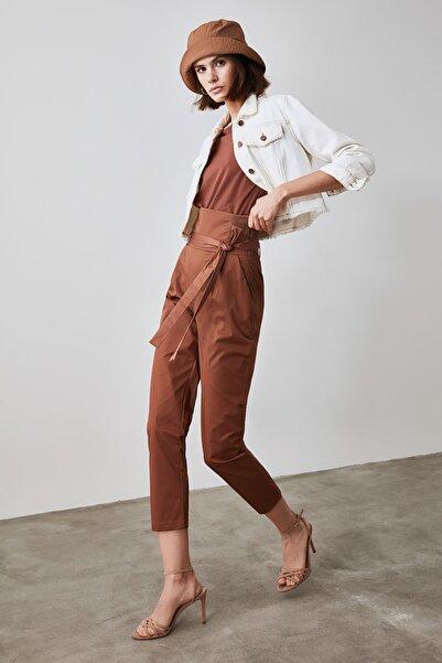 TRENDYOLMİLLA Vizon Bağlama Detaylı Pantolon TWOAW21PL0549
