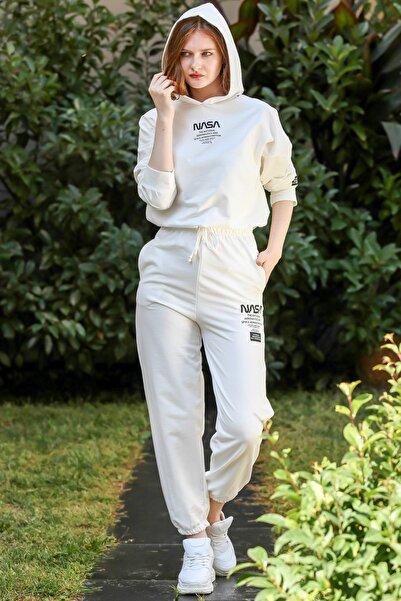 Chiccy Kadın Ekru Retro Nasa Baskılı Kapüşonlu Cep Detaylı Eşofman Takım M10410000ES99952
