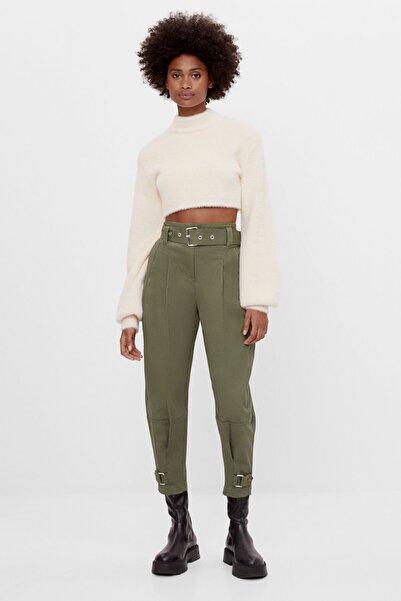 Bershka Kadın Haki Tokalı Carrot Fit Pantolon