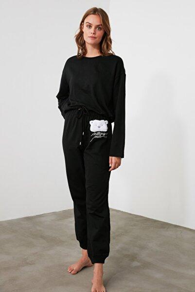 TRENDYOLMİLLA Siyah Nakışlı Örme Pijama Takımı THMAW21PT0506