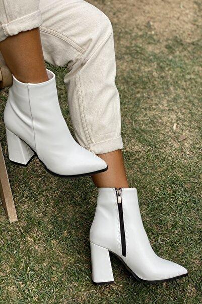 İnan Ayakkabı Kadın Beyaz Sivri Burun Yandan Fermuarlı Topuklu Bot